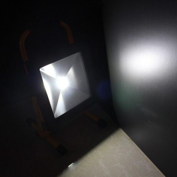 สปอร์ตไลท์ LED 50w TGD-005 รุ่นชาร์ตแบตได้ (เดย์ไลท์) IWACHI